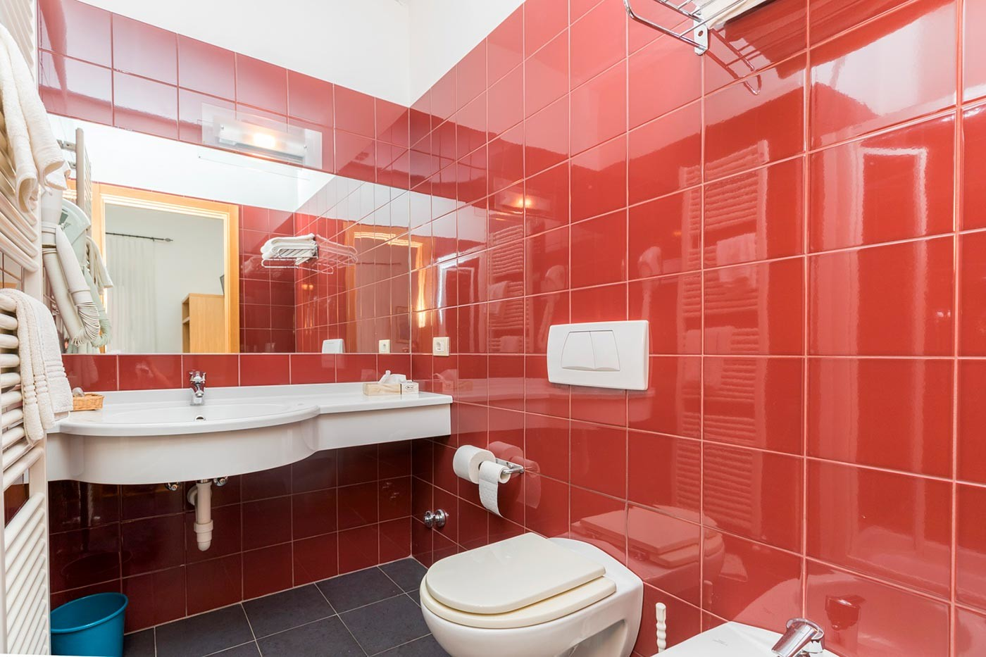 Bagno della camera Standard Hotel Caminetto di Torbole
