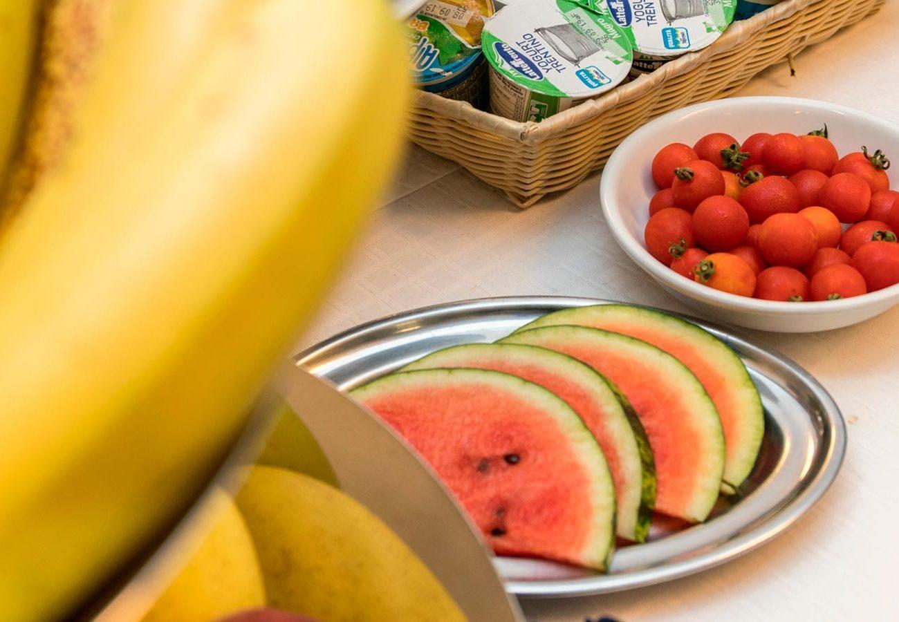 Frutta a colazione all'hotel caminetto